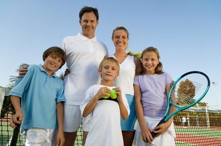 actividades recreativas: Familia en Pista de tenis