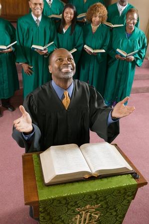 reverential: Il Ministro pregando Dio