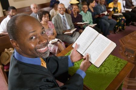 predicador: Predicador celebraci�n Biblia delante de la Congregaci�n