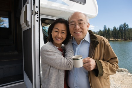 seres vivos: Pareja senior en Road Trip
