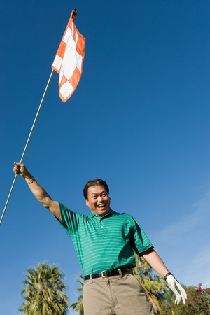 golf drapeau: Drapeau de Golf qui agitait golfeur.