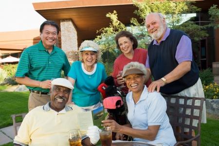 socializando: Los jugadores de golf Senior LANG_EVOIMAGES