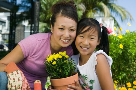 asian gardening: Mother and Daughter Gardening LANG_EVOIMAGES