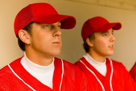 baseball dugout: Dos jugadores de b�isbol