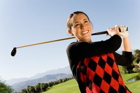 actividades recreativas: Golfista Watching Ball Drop