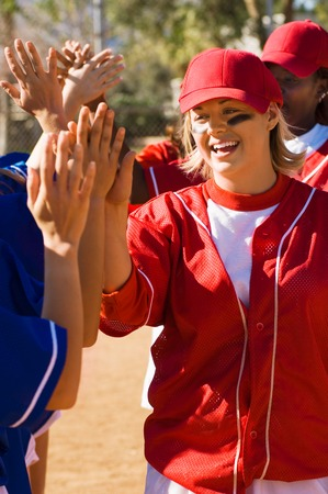 team mate: Softball Teams Congratulating Each Other LANG_EVOIMAGES