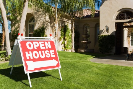 sell house: Open House Sign in Front Yard