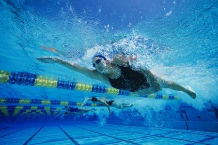 natacion: Swimmers Racing in Pool