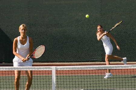 doubles: Doubles Player Hitting Forehand LANG_EVOIMAGES