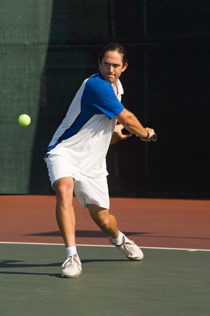 backhand: Tenis Player conecta rev�s