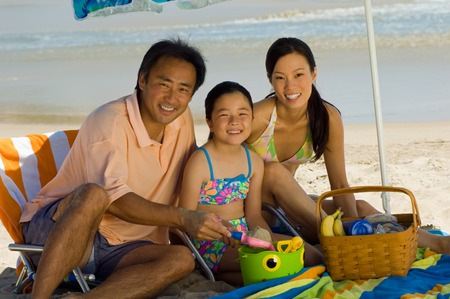 strandstoel: Familie Gelet Picknick op Strand LANG_EVOIMAGES