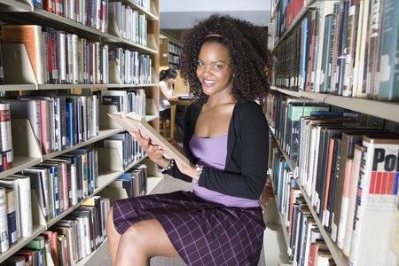 女子大生の生の図書館、肖像画