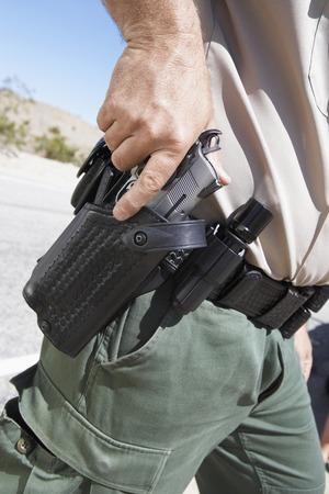 holster: Dibujo de oficial de polic�a su Gun