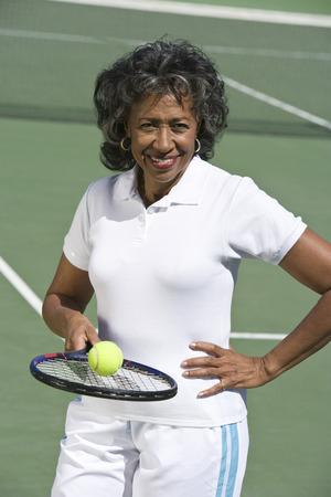 裁判所は、女性のテニス プレーヤーの肖像画
