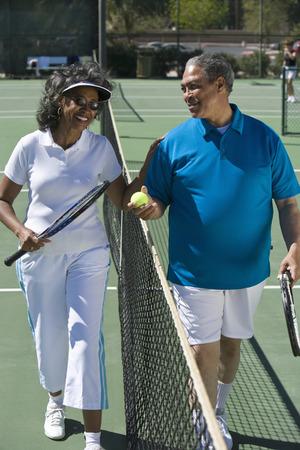 テニスコートをカップルします。