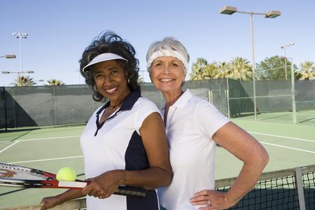 2 人の女子テニス選手