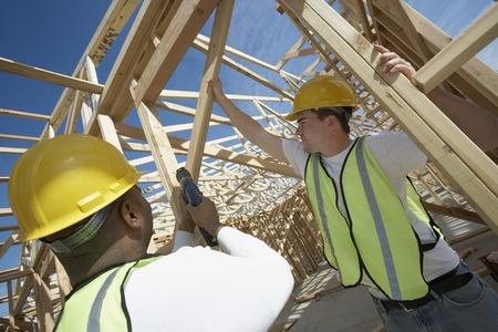 relaciones laborales: Construcción de dos trabajadores de la obra
