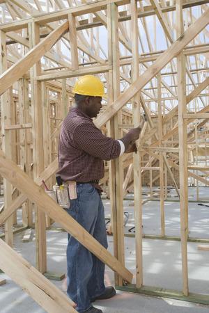 hammering: Construction worker hammering framework LANG_EVOIMAGES