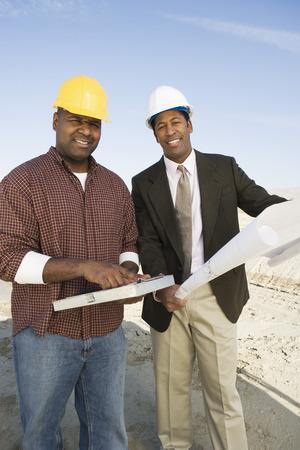 測量と設計図と建設作業員の肖像画