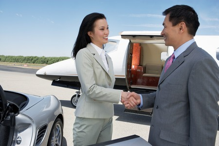 privat: Business People Shaking Hands LANG_EVOIMAGES