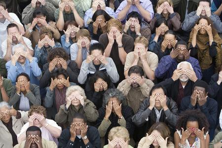 mixed age range: Ojos de cobertura de multitud