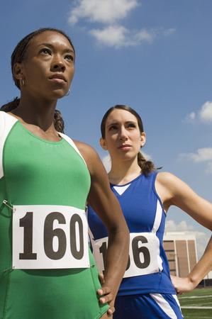 2 つの女性の陸上競技選手