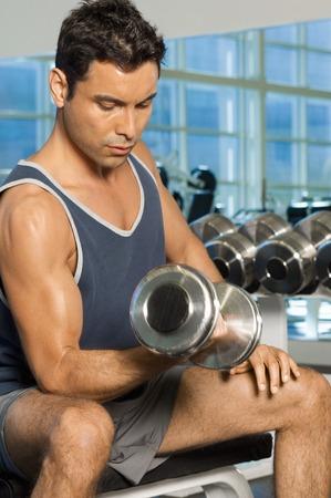 levantamiento de pesas: Hombre con Dumbbells