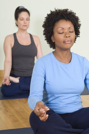ヨガ瞑想の女性 写真素材 - 5478241