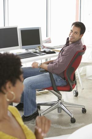relaciones laborales: Empresarios en la Oficina