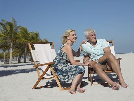 holidaymaker: Older Couple on Beach