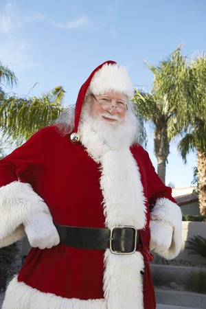 chrismas: Santa Claus in Neighborhood With Palm Trees LANG_EVOIMAGES