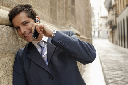 early twenties: Businessman Telephoning LANG_EVOIMAGES
