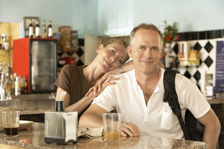 fortysomething: Couple in Bar LANG_EVOIMAGES