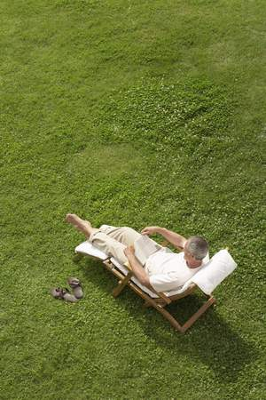 no kw 1: Man Relaxing in Deck Chair LANG_EVOIMAGES