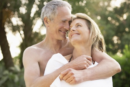 late 60s: Loving Older Couple LANG_EVOIMAGES