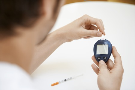 maladies: Man Using Blood Sugar Meter