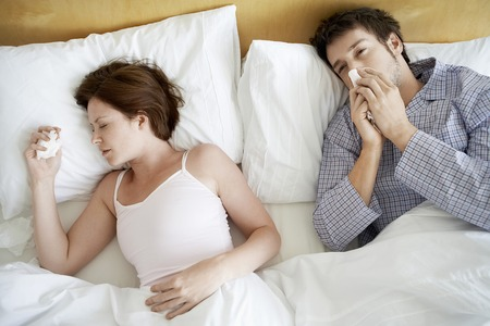 maladies: Couple in Bed with Cold