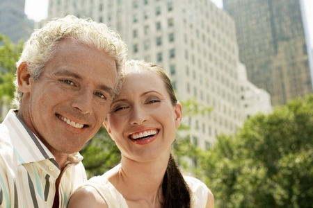 no kw 1: Happy Couple in City LANG_EVOIMAGES