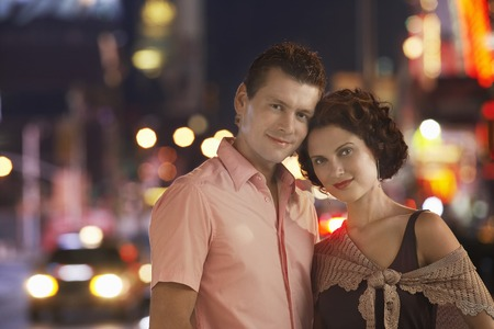 no kw 1: Couple in the City at Night LANG_EVOIMAGES