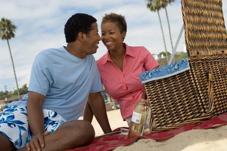 Par tener picnic en la playa Foto de archivo - 8837187