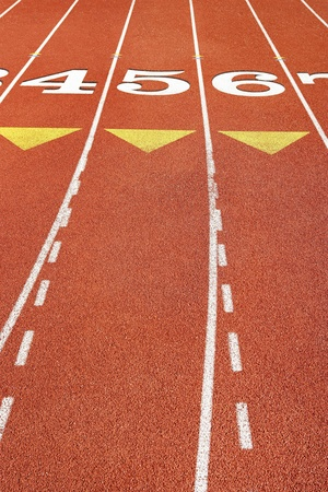 pista de atletismo: Marcas de Lane en la pista de atletismo