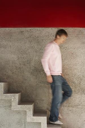 Hombre corriendo por las escaleras movimiento borrosa de longitud completa Foto de archivo - 8844907