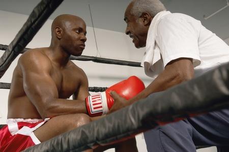 pugilist: Boxer y el entrenador en el anillo