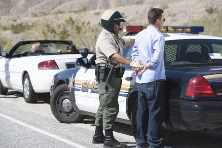 policier: Bureau de police appr�hende conducteur de sexe masculin