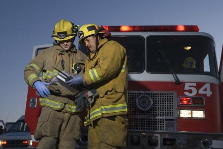 voiture de pompiers: Les pompiers de planification de sauvetage par le moteur de feu LANG_EVOIMAGES
