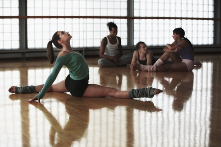 performing arts: Ballet Dancers at Rehearsal LANG_EVOIMAGES