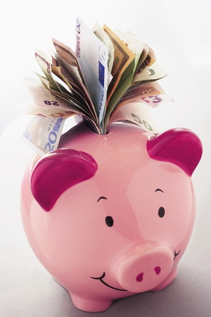 money box: Paper money coming out of piggy bank LANG_EVOIMAGES