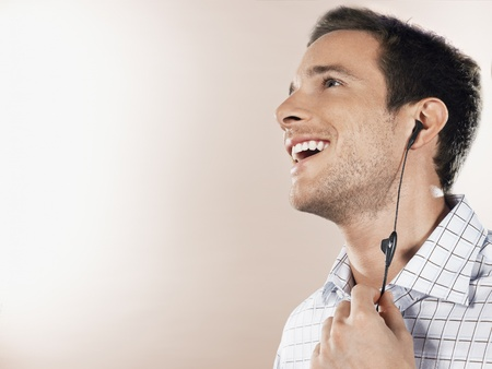 earpiece: Man with earpiece head and shoulders LANG_EVOIMAGES