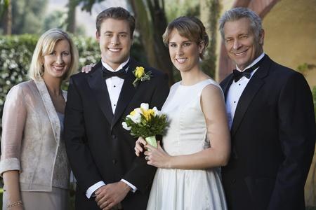 Marié mariée et les parents portrait Banque d'images - 12547938