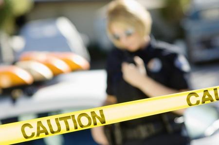 escena del crimen: Oficial de Polic�a Uso de radio de dos v�as